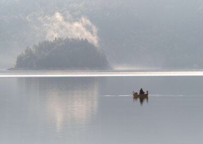 Juli 18 - Fischer auf dem Walchensee bei Sonnenaufgang - Stefan Stauch