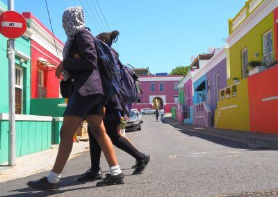 Schulschluss im Township Bo Kaap in Kapstadt - Helmut Kühnert
