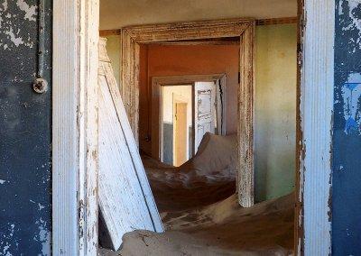 Die Wüste holt sich alles zurück, verlassene Diamantensucher Stadt, Namibia